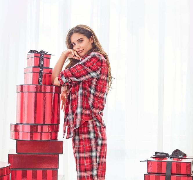 Dàn người đẹp Victoria's Secret rực lửa đón Giáng sinh - ảnh 28