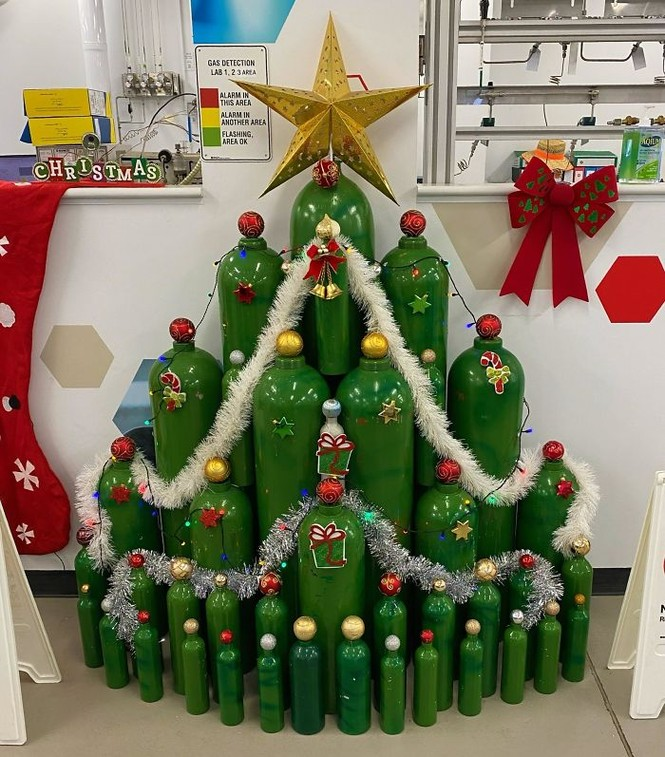 Thích mê những cây thông Noel 'có một không hai' của dân mạng - ảnh 11