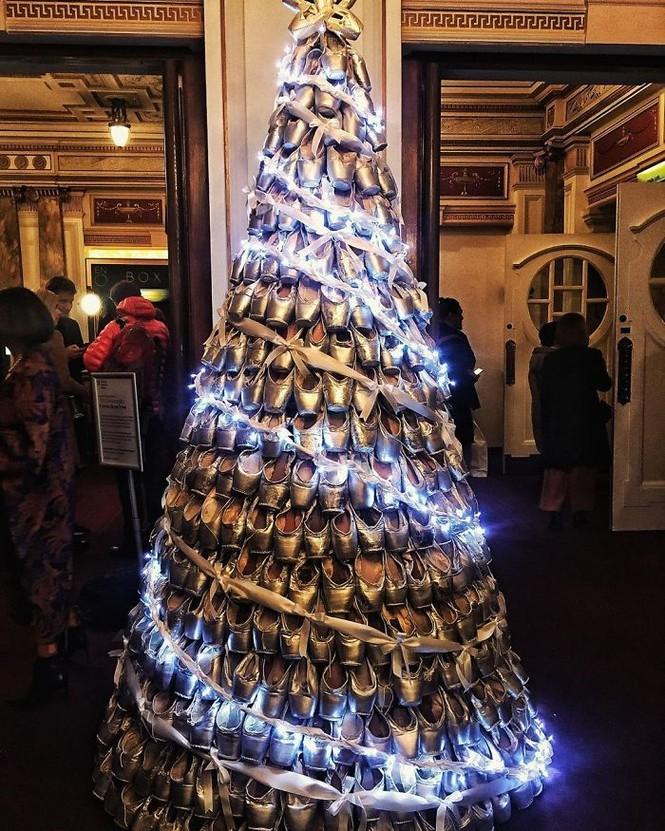 Thích mê những cây thông Noel 'có một không hai' của dân mạng - ảnh 6