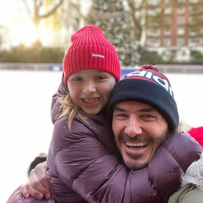 Bà Becks đăng ảnh chồng David Beckham hóa ông già Noel gây 'sốt' - ảnh 3