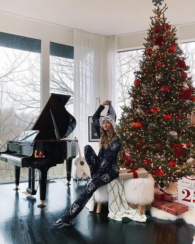 Chị em Kim Kardashian, tưng bừng không khí Noel - ảnh 4