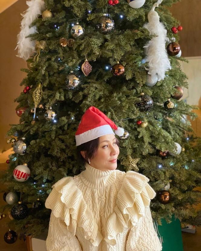 Chị em Kim Kardashian, tưng bừng không khí Noel - ảnh 12