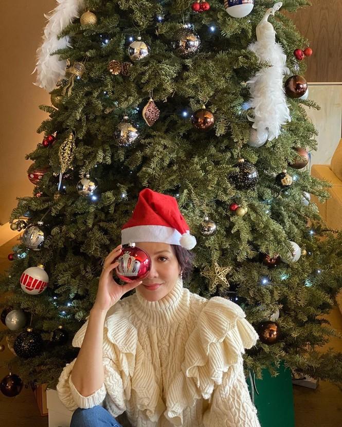 Chị em Kim Kardashian, tưng bừng không khí Noel - ảnh 13
