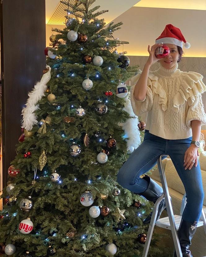 Chị em Kim Kardashian, tưng bừng không khí Noel - ảnh 17