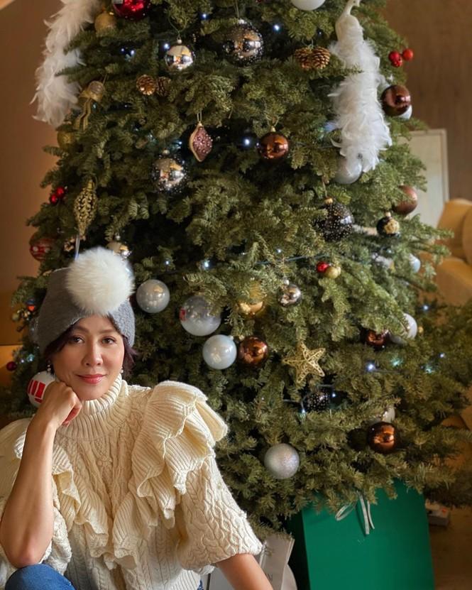 Chị em Kim Kardashian, tưng bừng không khí Noel - ảnh 14