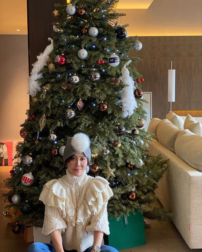 Chị em Kim Kardashian, tưng bừng không khí Noel - ảnh 16