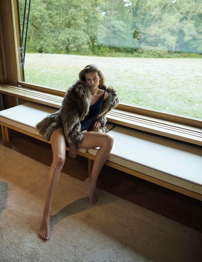 Mê đắm đôi chân dài và đường cong tuyệt mỹ của Edita Vilkeviciute - ảnh 2