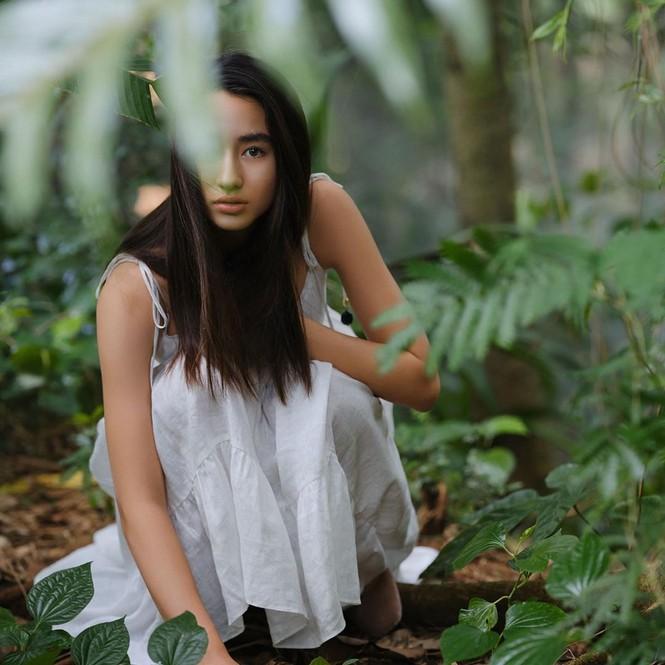 Vẻ đẹp trong veo như trăng rằm của hot girl 16 tuổi đóng Diệp Vấn 4 - ảnh 6