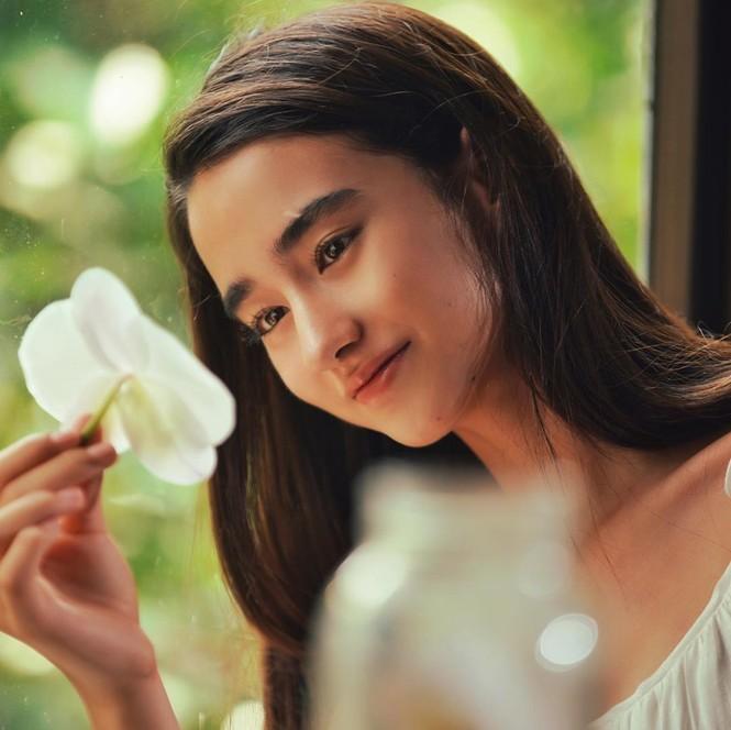 Vẻ đẹp trong veo như trăng rằm của hot girl 16 tuổi đóng Diệp Vấn 4 - ảnh 9