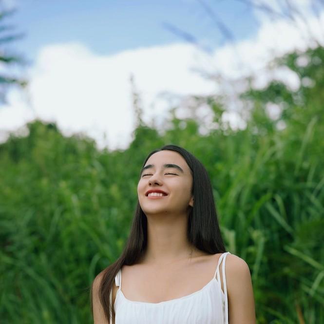Vẻ đẹp trong veo như trăng rằm của hot girl 16 tuổi đóng Diệp Vấn 4 - ảnh 7
