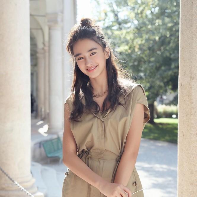 Vẻ đẹp trong veo như trăng rằm của hot girl 16 tuổi đóng Diệp Vấn 4 - ảnh 16