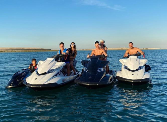 Cristiano Ronaldo và bạn gái gợi cảm đi nghỉ ở Dubai - ảnh 3