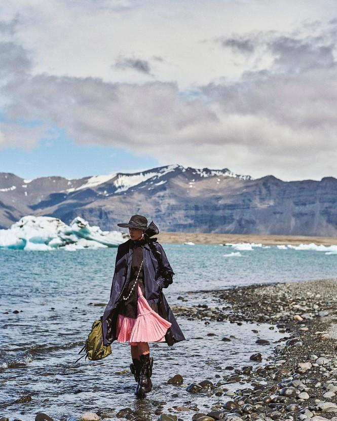 Irina Shayk đẹp như mỹ nữ trong tranh ở hòn đảo Iceland - ảnh 3