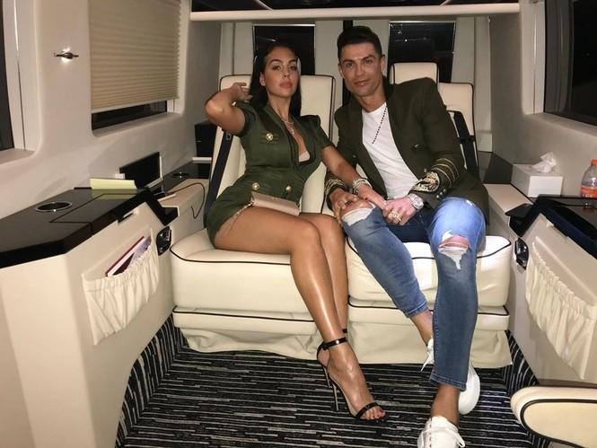 Bạn gái gợi cảm cùng Ronaldo đi nhận giải Cầu thủ hay nhất 2019 - ảnh 8