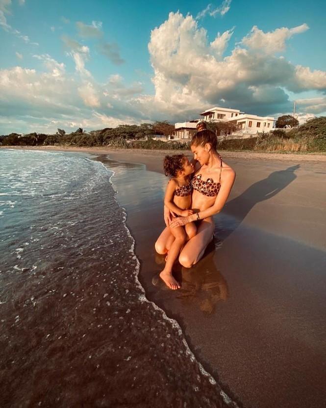 Siêu mẫu Brazil cao 1m84 Lais Ribeiro diện bikini đỏ thả dáng hoàn hảo  - ảnh 10