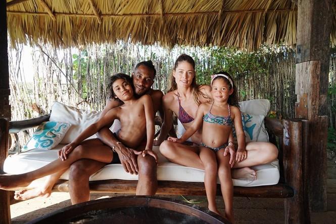 Siêu mẫu Brazil cao 1m84 Lais Ribeiro diện bikini đỏ thả dáng hoàn hảo  - ảnh 9