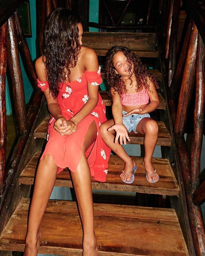 Siêu mẫu Brazil cao 1m84 Lais Ribeiro diện bikini đỏ thả dáng hoàn hảo  - ảnh 6