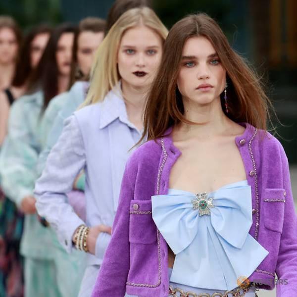 Chiếc áo nơ 34 triệu đồng đang khiến các cô gái mê mẩn có gì hot? - ảnh 7