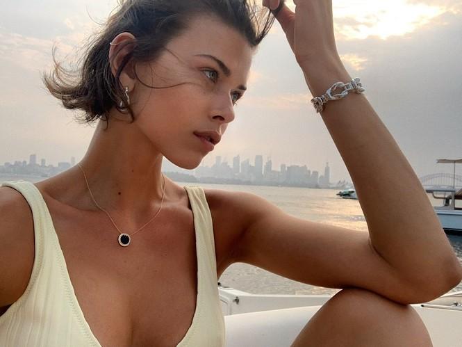 Georgia Fowler diện bikini trắng khoe dáng quyến rũ - ảnh 2