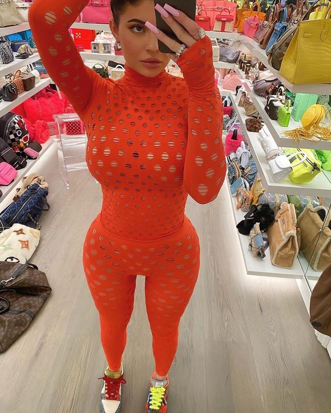 Kylie Jenner chuộng mặc bó sát tôn ba vòng bốc lửa - ảnh 13