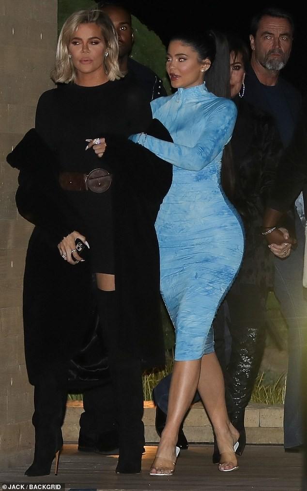 Kylie Jenner chuộng mặc bó sát tôn ba vòng bốc lửa - ảnh 5