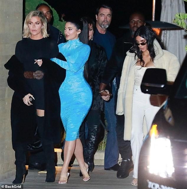 Kylie Jenner chuộng mặc bó sát tôn ba vòng bốc lửa - ảnh 6