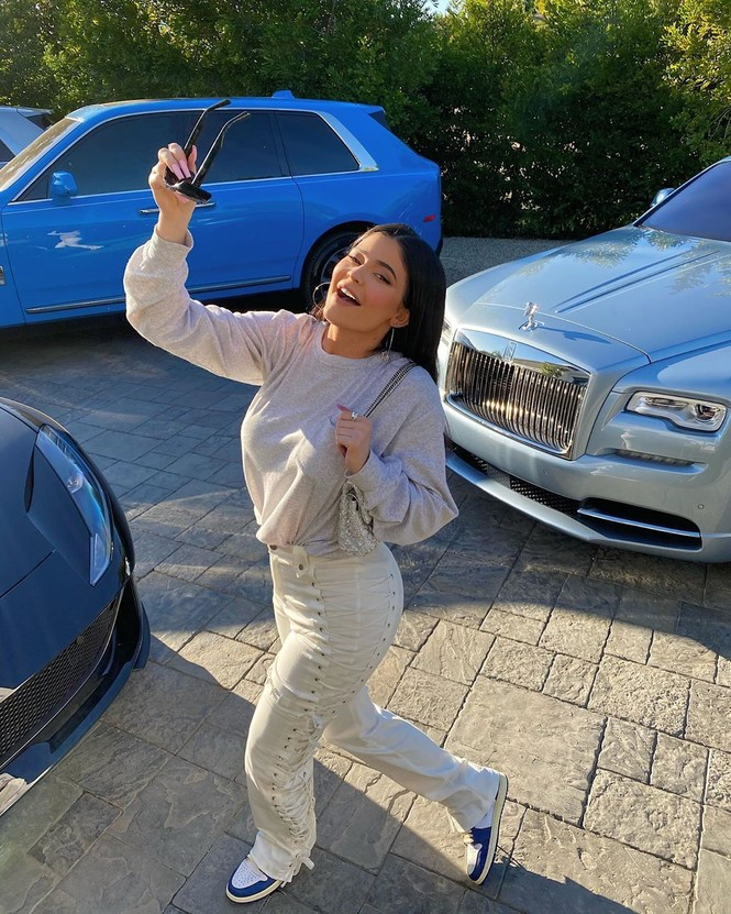 Kylie Jenner chuộng mặc bó sát tôn ba vòng bốc lửa - ảnh 9