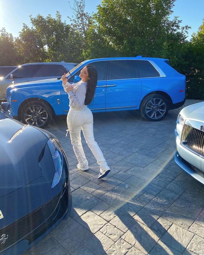 Kylie Jenner chuộng mặc bó sát tôn ba vòng bốc lửa - ảnh 10