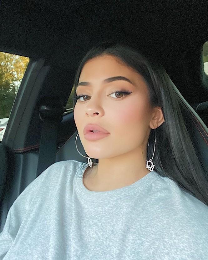 Kylie Jenner chuộng mặc bó sát tôn ba vòng bốc lửa - ảnh 12