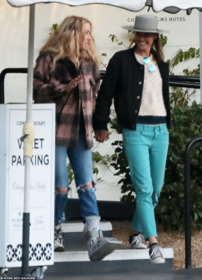 Vợ cũ 'cướp biển' Johnny Depp gây sốc với nụ hôn đồng giới - ảnh 5