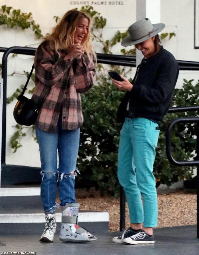 Vợ cũ 'cướp biển' Johnny Depp gây sốc với nụ hôn đồng giới - ảnh 6
