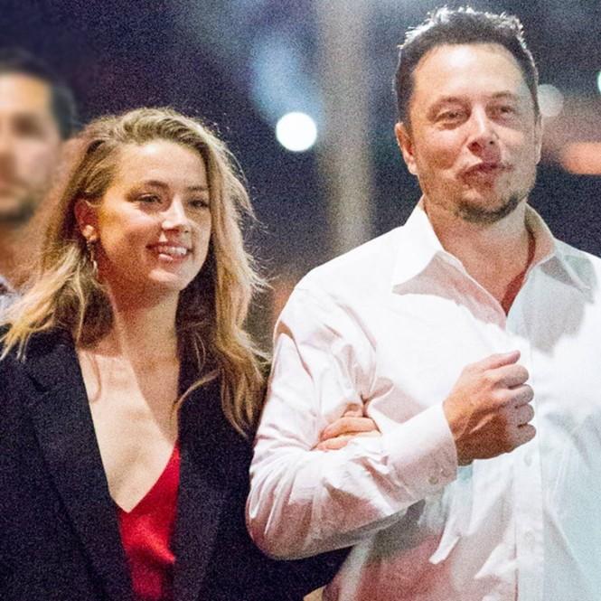 Vợ cũ 'cướp biển' Johnny Depp gây sốc với nụ hôn đồng giới - ảnh 14