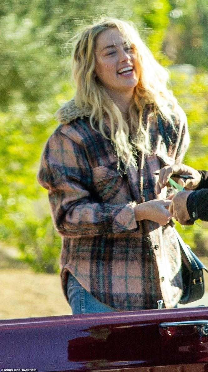 Vợ cũ 'cướp biển' Johnny Depp gây sốc với nụ hôn đồng giới - ảnh 7