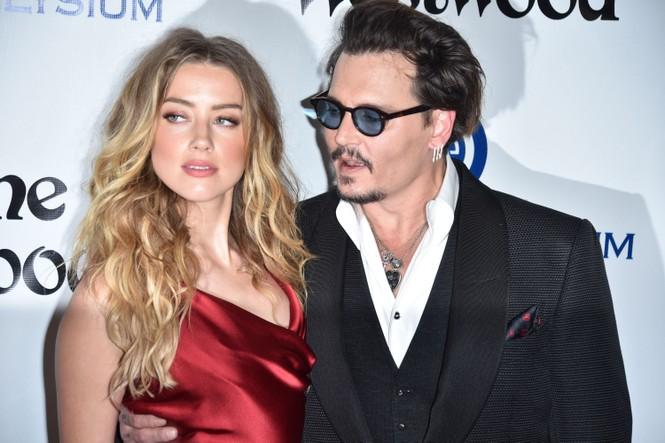 Vợ cũ 'cướp biển' Johnny Depp gây sốc với nụ hôn đồng giới - ảnh 13