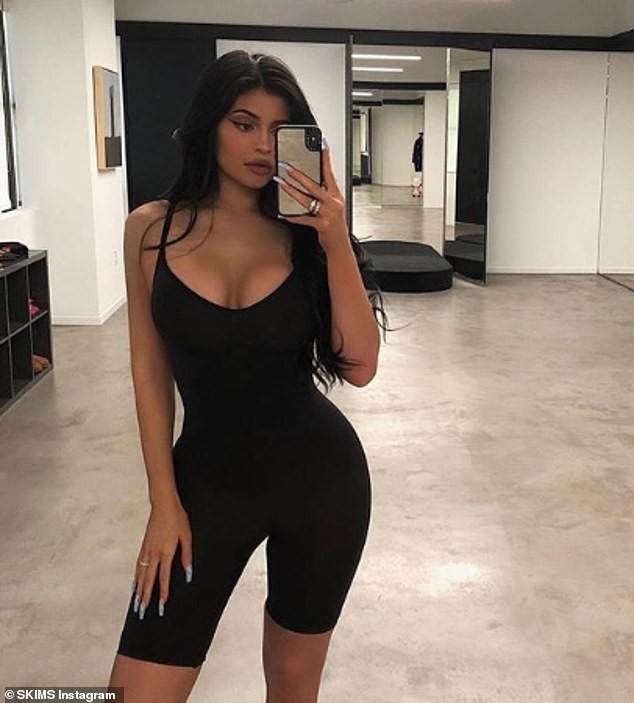 Kylie Jenner diện nội y tạo dáng bốc lửa với dây thừng quanh thân - ảnh 4