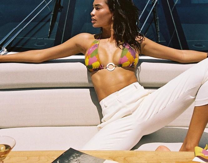 Siêu mẫu lai cao 1m80 Kelly Gale diện bikini hút mắt trên du thuyền - ảnh 4