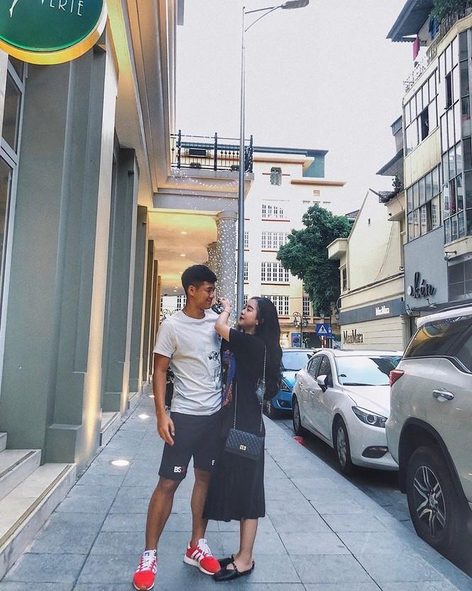 Cầu thủ Hà Đức Chinh lần đầu khoe ảnh tình tứ bên bạn gái - ảnh 1