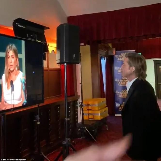 Jennifer Aniston 'quên' nội y, mừng rỡ ôm chồng cũ Brad Pitt - ảnh 11