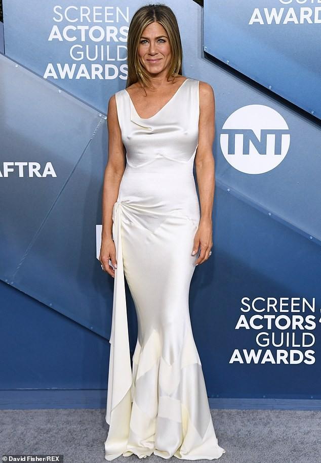 Jennifer Aniston 'quên' nội y, mừng rỡ ôm chồng cũ Brad Pitt - ảnh 15