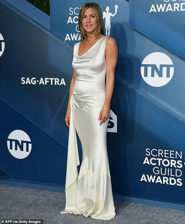 Jennifer Aniston 'quên' nội y, mừng rỡ ôm chồng cũ Brad Pitt - ảnh 18