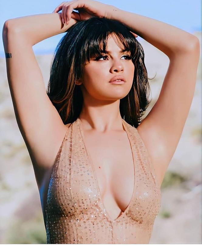 Selena Gomez ngày càng nóng bỏng với thần thái 'gây mê' - ảnh 1