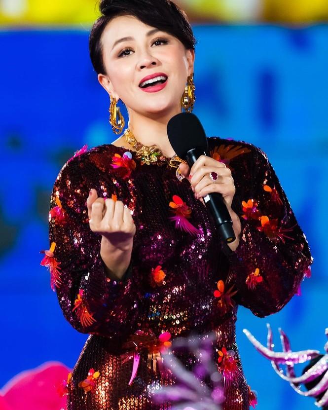 Lưu Gia Linh, Dương Mịch, Angelababy rạng ngời đón xuân - ảnh 2