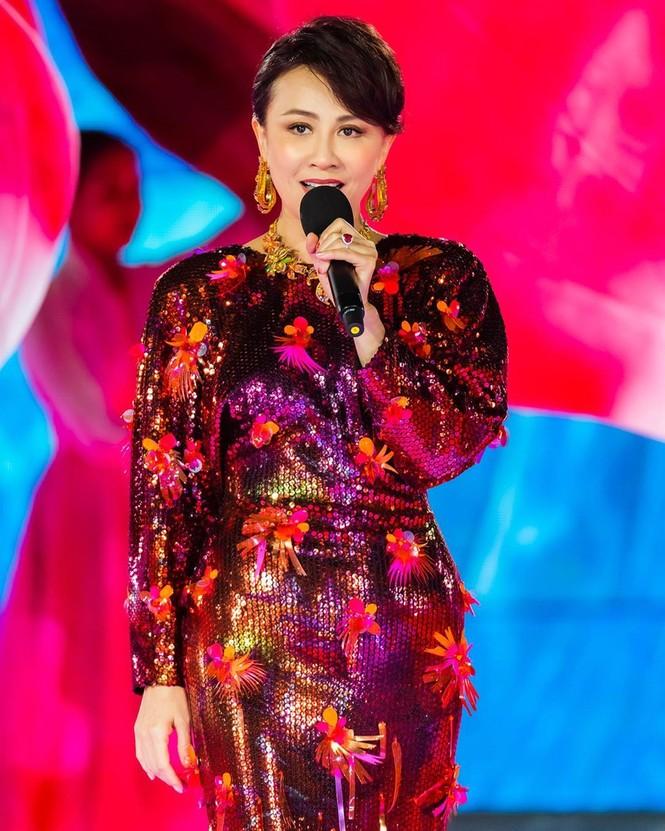 Lưu Gia Linh, Dương Mịch, Angelababy rạng ngời đón xuân - ảnh 3