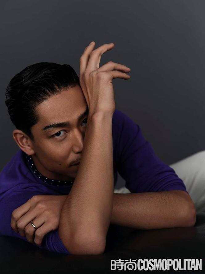 Lâm Chí Linh mặc áo xẻ ngực gợi cảm cùng chồng trẻ dự Grammy - ảnh 16