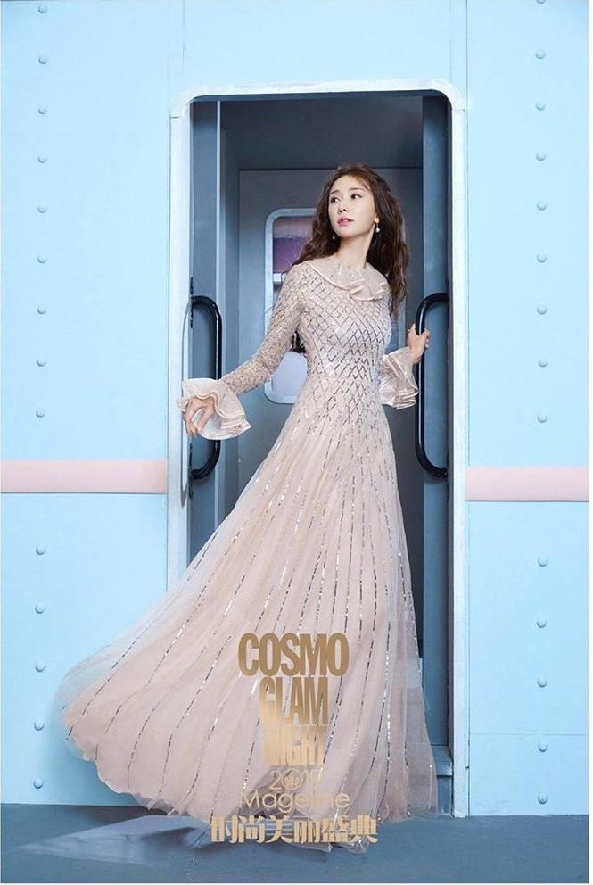 Lâm Chí Linh mặc áo xẻ ngực gợi cảm cùng chồng trẻ dự Grammy - ảnh 3