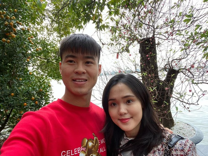 Bạn gái Đức Chinh xinh đẹp đón Tết, Hòa Minzy gợi cảm đầu xuân - ảnh 2