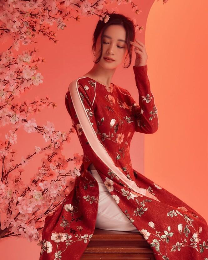 Bạn gái Đức Chinh xinh đẹp đón Tết, Hòa Minzy gợi cảm đầu xuân - ảnh 9