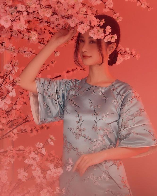 Bạn gái Đức Chinh xinh đẹp đón Tết, Hòa Minzy gợi cảm đầu xuân - ảnh 14