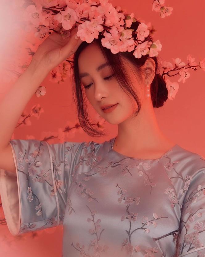 Bạn gái Đức Chinh xinh đẹp đón Tết, Hòa Minzy gợi cảm đầu xuân - ảnh 13