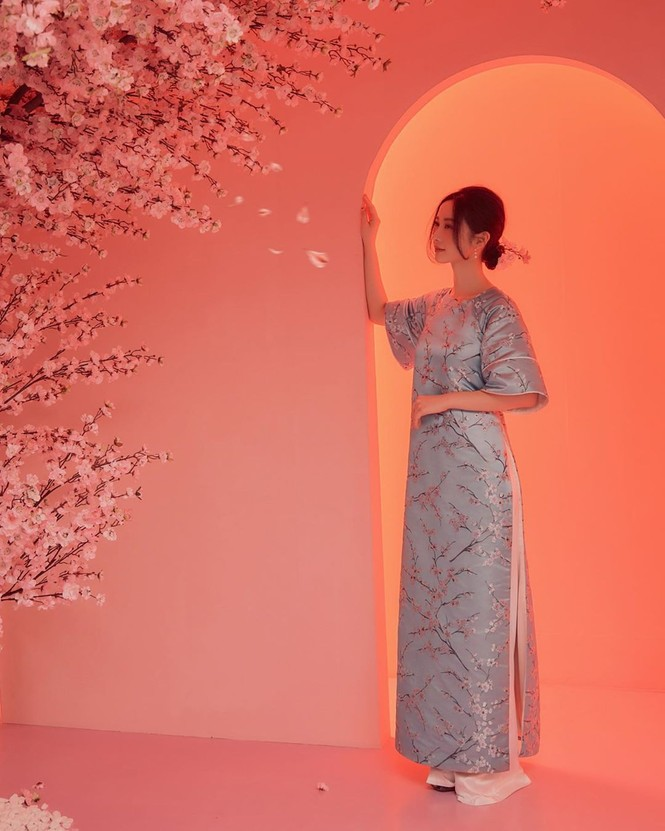Bạn gái Đức Chinh xinh đẹp đón Tết, Hòa Minzy gợi cảm đầu xuân - ảnh 16